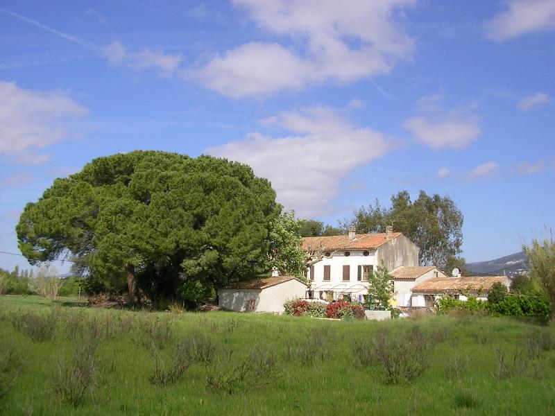 A 15 mn de Carqueiranne : ancien relais de chasse et 3 gîtes